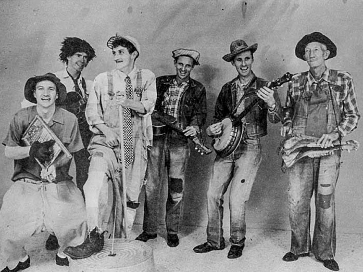 The Mabes: Branson's Brothers in Song | Acoustic Guitar