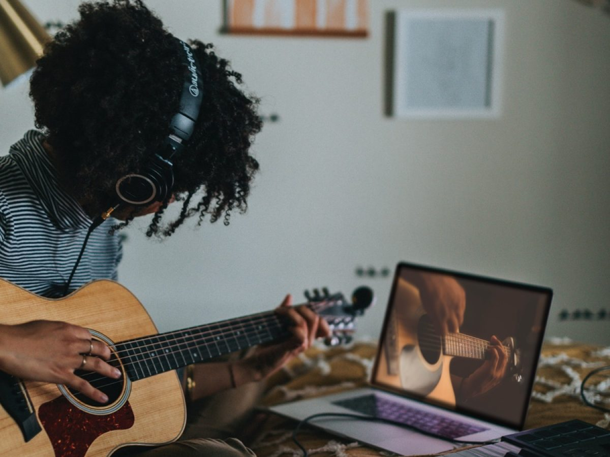 Learn How to Play Guitar Online in 2021 | Acoustic Guitar